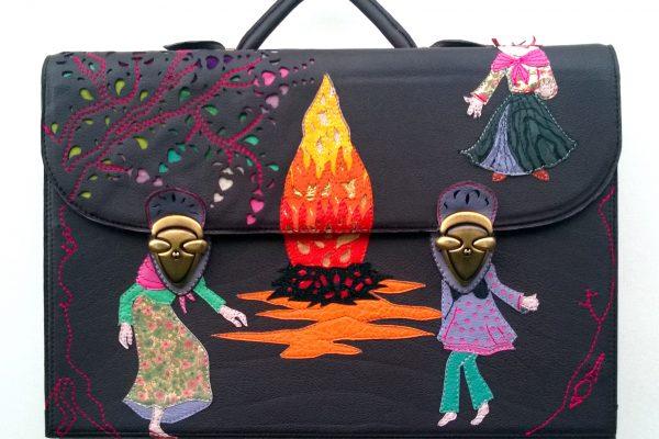 alice-angevin.les-sacs-a-m-alice/leather-goods-manufacturer-france/fabricant-maroquinerie-france/artisane-créatrice/creative/craftswoman/réparacteur/cartable d'après un tableau de trois danseuses autour d'un feu de carnaval basque