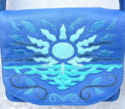 Alice Angevin, Les Sacs à M'Alice Besace Buffles Soleil bleu