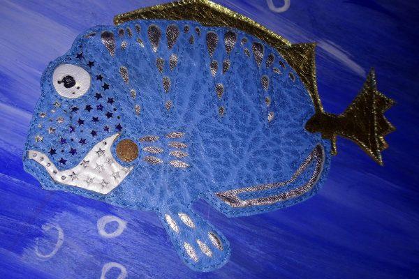 Alice Angevin, Les Sacs à M'Alice Tenture cuirs plongée sous-marine, détail poisson-ange